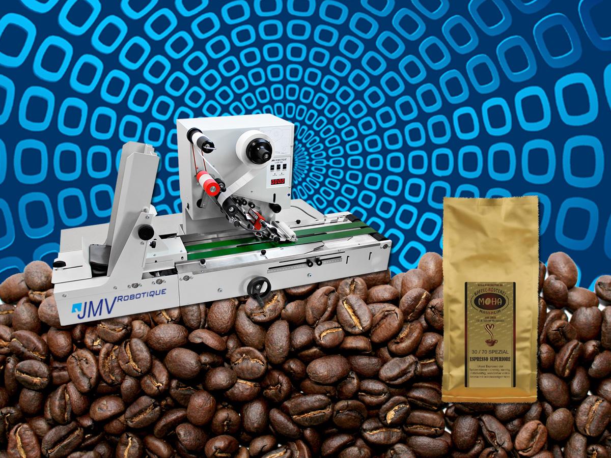 Kaffee-Vakuumbeutel etiketieren